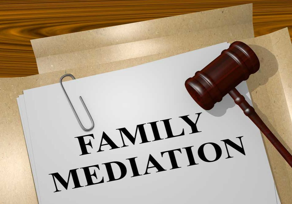 Image of a folder entitled Family Mediation, with a gavel, depicting the concept of mediation in divorce.